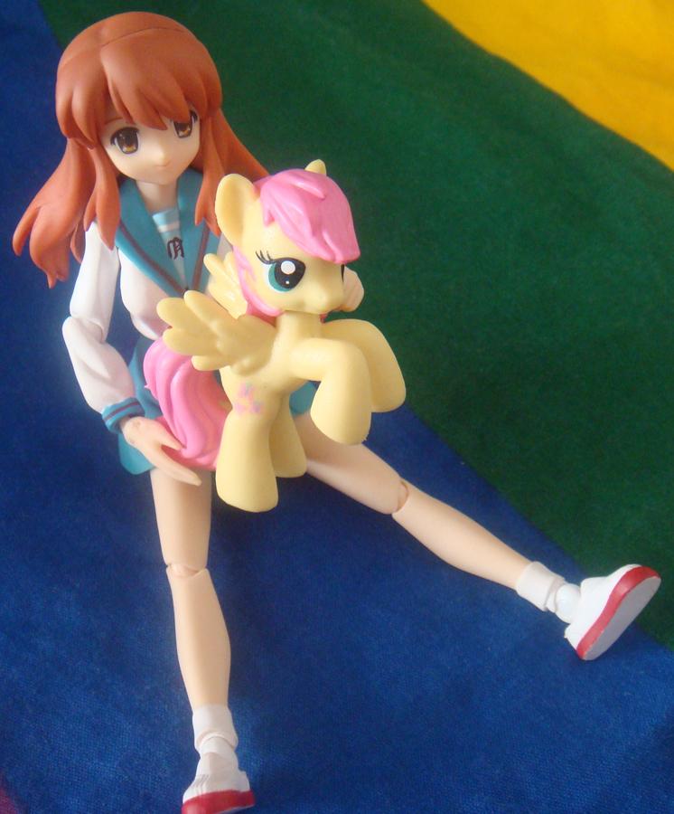 asahina_mikuru brown_eyes brown_hair figma fluttershy my_little_pony my_little_pony_friendship_is_magic photo sitting suzumiya_haruhi_no_yuuutsu toy
