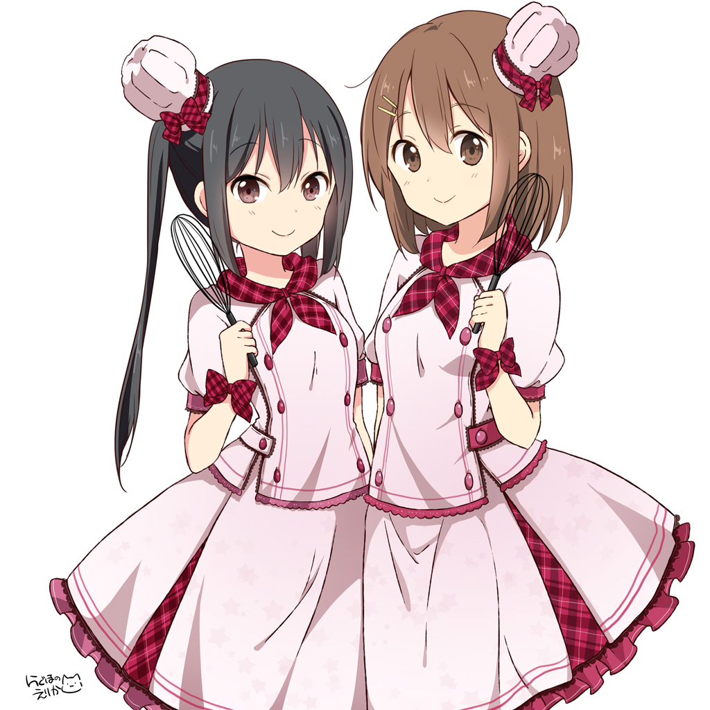 2girls alternate_costume black_hair blush brown_eyes brown_hair commentary_request hair_ornament hairclip hirasawa_yui holding k-on! long_hair multiple_girls nakano_azusa ragho_no_erika simple_background smile twintails white_background