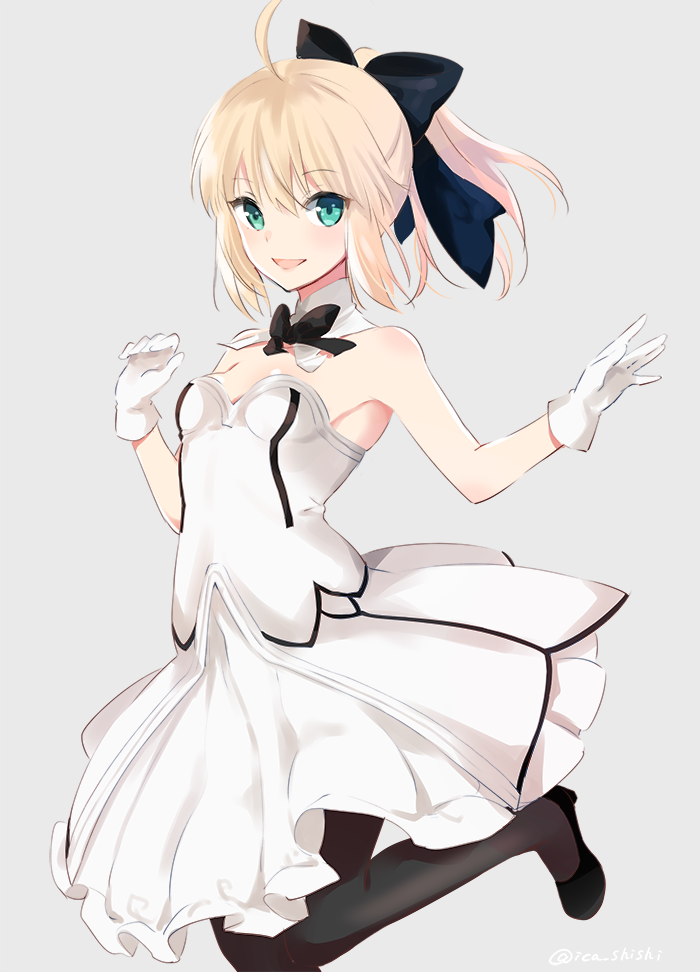 1girl :d ahoge armpits artoria_pendragon_(all) bare_shoulders black_footwear black_legwear black_neckwear blonde_hair blush bow bowtie breasts commentary_request detached_collar dress eyebrows_visible_through_hair fate/grand_order fate_(series) gloves green_eyes grey_background hair_between_eyes hands_up ica looking_at_viewer open_mouth pantyhose saber_lily simple_background small_breasts smile solo standing standing_on_one_leg white_dress white_gloves