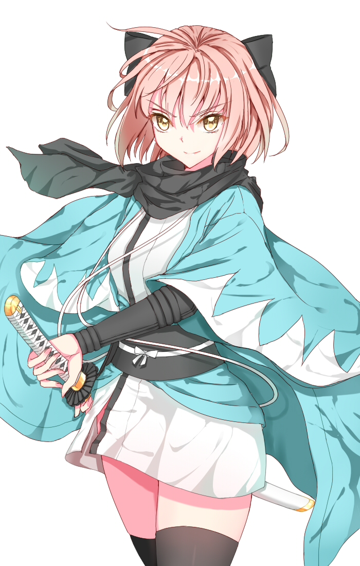 1girl black_hairband black_legwear black_scarf blonde_hair cowboy_shot eyebrows_visible_through_hair fate_(series) hairband haori holding holding_sheath holding_sword holding_weapon japanese_clothes kimono koha-ace lixiao_lang looking_at_viewer okita_souji_(fate) okita_souji_(fate)_(all) scarf sheath sheathed shiny shiny_hair short_hair short_kimono simple_background smile solo standing sword thigh-highs weapon white_background white_kimono yellow_eyes zettai_ryouiki