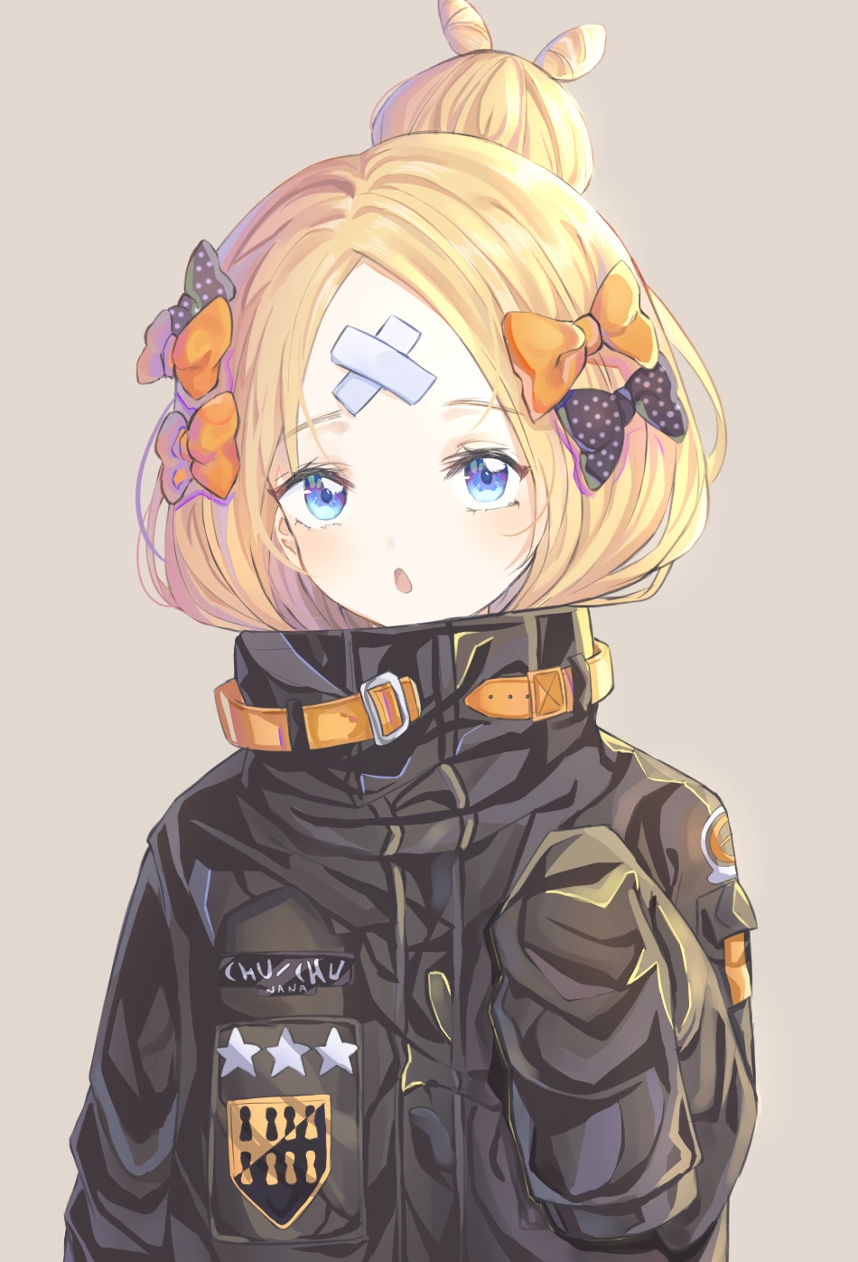 1girl abigail_williams_(fate/grand_order) bangs black_bow black_jacket blonde_hair blue_eyes bow brown_background chun_sam commentary crossed_bandaids eyebrows_visible_through_hair fate/grand_order fate_(series) hair_bow hair_bun heroic_spirit_traveling_outfit highres jacket long_hair long_sleeves looking_at_viewer orange_bow parted_bangs parted_lips polka_dot polka_dot_bow simple_background sleeves_past_fingers sleeves_past_wrists solo star upper_body