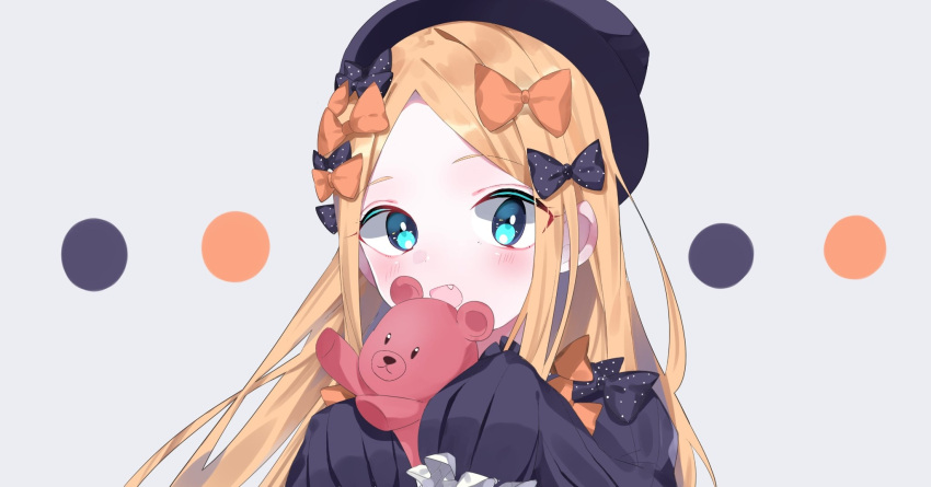 1girl :d abigail_williams_(fate/grand_order) bangs black_bow black_dress black_hat blonde_hair blue_eyes blush bow commentary_request dress eyebrows_visible_through_hair fang fate/grand_order fate_(series) forehead grey_background hair_bow hands_up hat highres holding holding_stuffed_animal inana long_hair long_sleeves looking_at_viewer open_mouth orange_bow parted_bangs polka_dot polka_dot_bow sleeves_past_fingers sleeves_past_wrists smile solo stuffed_animal stuffed_toy teddy_bear