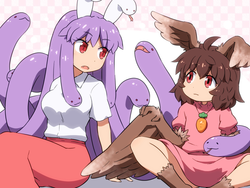 2girls ahoge arm_support bangs breasts brown_hair brown_wings carrot_necklace checkered checkered_background commentary dress eyebrows_visible_through_hair fangs feathered_wings feet_out_of_frame forked_tongue hair_between_eyes harpy head_wings inaba_tewi indian_style large_breasts long_hair long_skirt looking_at_another monster_girl monsterification multiple_girls open_mouth pink_background pink_dress pink_skirt puffy_short_sleeves puffy_sleeves purple_hair red_eyes reisen_udongein_inaba revision shirosato shirt short_hair short_sleeves sitting skirt slit_pupils snake snake_hair thighs tongue touhou very_long_hair white_shirt winged_arms wings