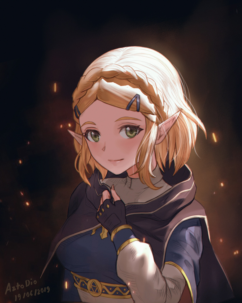 1girl azto_dio bangs blonde_hair braid cape crown_braid fingerless_gloves gloves hair_ornament hairclip highres looking_at_viewer parted_bangs pointy_ears princess_zelda short_hair simple_background smile solo the_legend_of_zelda the_legend_of_zelda:_breath_of_the_wild the_legend_of_zelda:_breath_of_the_wild_2 thick_eyebrows upper_body