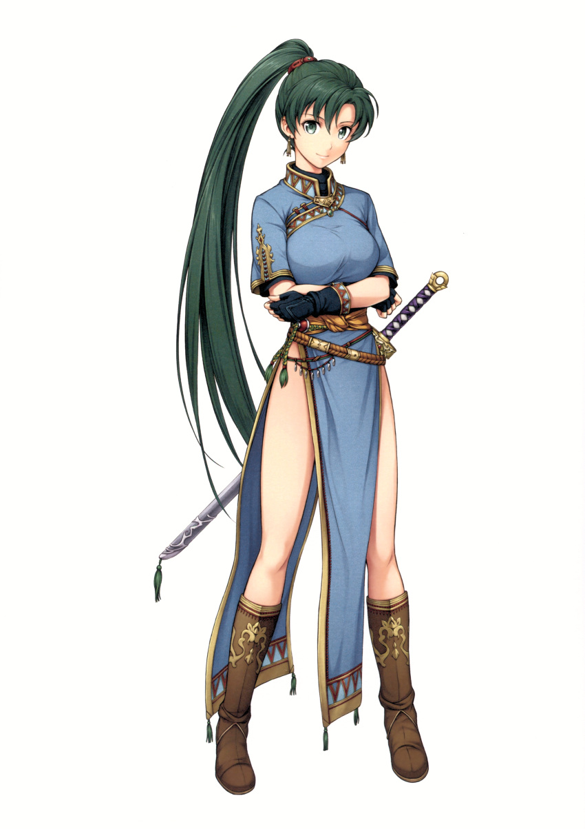 1girl absurdres bare_legs boots breasts brown_footwear crossed_arms dress earrings fingerless_gloves fire_emblem fire_emblem:_rekka_no_ken fire_emblem_heroes full_body gloves green_eyes green_hair highres jewelry knee_boots leg_up long_hair long_ponytail looking_at_viewer lyndis_(fire_emblem) medium_breasts official_art pelvic_curtain ponytail side_slit smile solo standing sword very_long_hair weapon yamada_koutarou