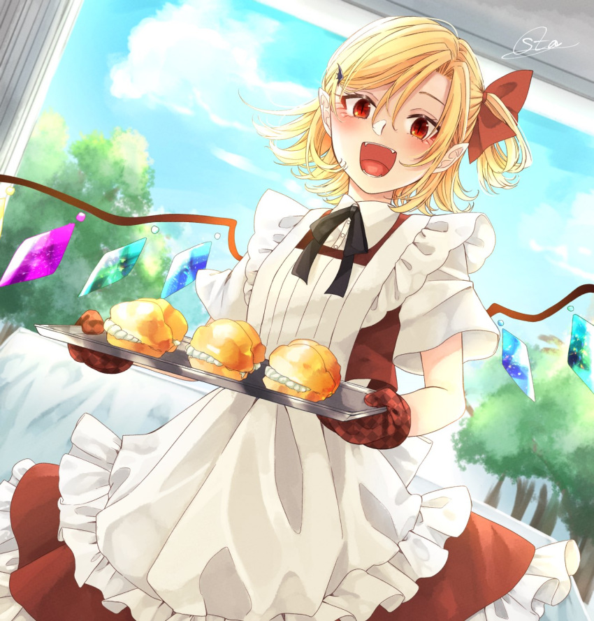 1girl :d apron bangs black_neckwear black_ribbon blonde_hair blue_sky clouds commentary_request cowboy_shot cream_puff crystal eyelashes fangs flandre_scarlet food frilled_apron frills hair_between_eyes hair_ornament hair_ribbon hairclip highres holding holding_tray looking_at_viewer neck_ribbon no_hat no_headwear one_side_up open_mouth oven_mitts pastry petticoat pink_apron red_eyes red_ribbon red_skirt red_vest ribbon shirt short_hair short_sleeves signature skirt skirt_set sky slit_pupils smile solo souta_(karasu_no_ouchi) standing touhou tray tree vest white_shirt wings