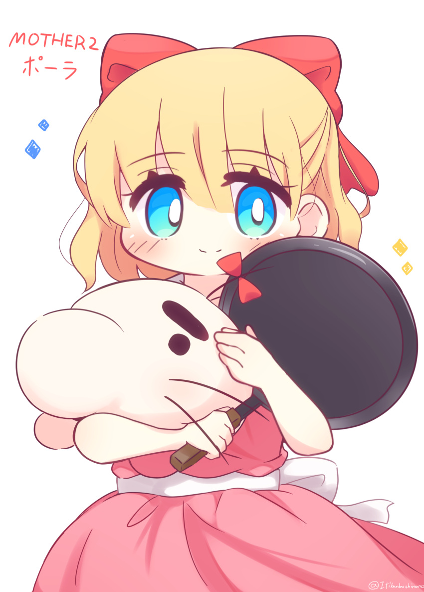 1girl absurdres ape_(company) bangs blonde_hair blue_eyes blush bow child closed_mouth commentary_request copyright_name creature cute doseisan dress earthbound eyebrows_visible_through_hair frying_pan hair_between_eyes hair_bow hal_laboratory_inc. highres holding loli looking_at_viewer mother_(game) mother_2 mr._saturn nintendo paula_(mother_2) pink_dress red_bow simple_background smile sparkle twitter_username white_background white_bow yuya090602