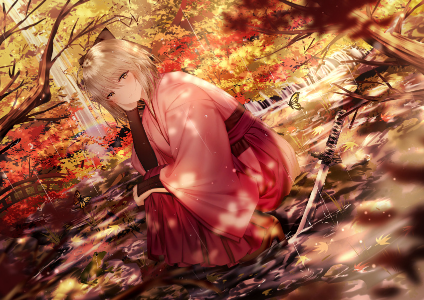 1girl absurdres animal arm_guards autumn_leaves bangs blurry blurry_foreground boots bow brown_bow brown_eyes brown_footwear brown_hair bug butterfly closed_mouth commentary_request depth_of_field dutch_angle eyebrows_visible_through_hair fate/grand_order fate_(series) frog hair_between_eyes hair_bow hakama hand_up high_heel_boots high_heels highres insect japanese_clothes junpaku_karen katana kimono koha-ace long_sleeves okita_souji_(fate) okita_souji_(fate)_(all) pink_kimono rain red_hakama shallow_water smile solo squatting sword tree_branch water weapon wide_sleeves