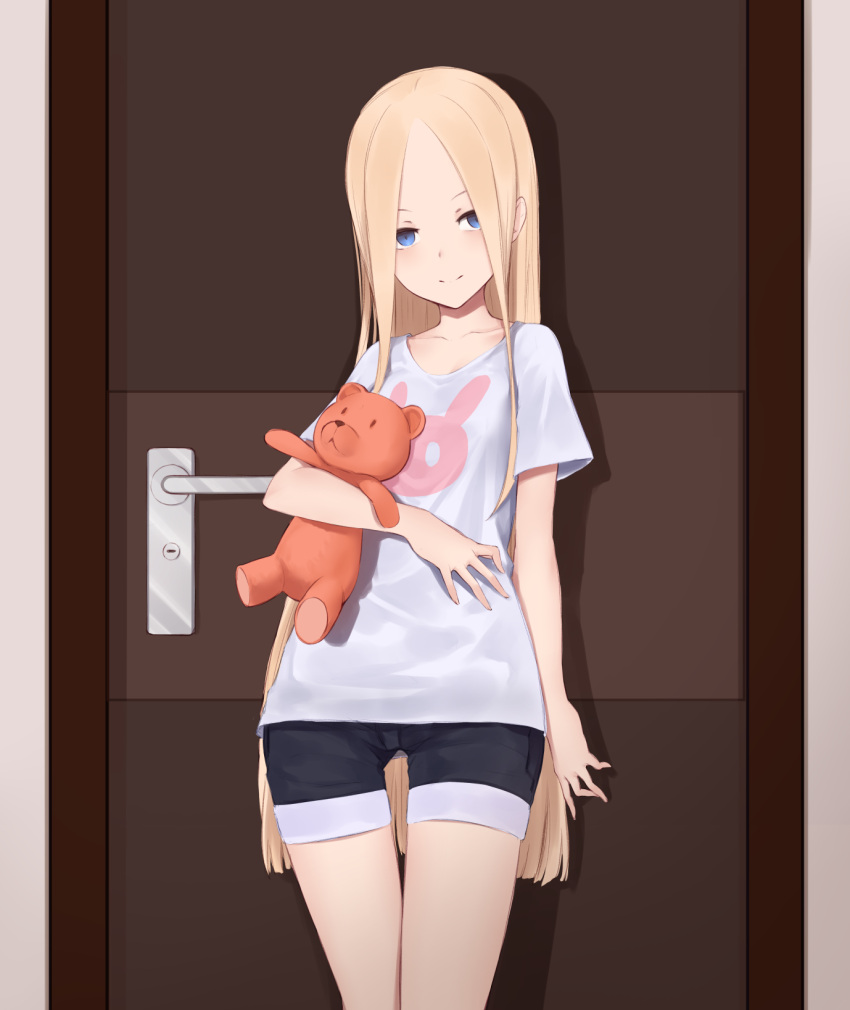 1girl abigail_williams_(fate/grand_order) alternate_costume animal_print bangs black_shorts blonde_hair blue_eyes bunny_print closed_mouth collarbone commentary_request door eyebrows_behind_hair fate/grand_order fate_(series) forehead highres jilu long_hair looking_at_viewer object_hug parted_bangs print_shirt shirt short_shorts short_sleeves shorts smile solo stuffed_animal stuffed_toy t-shirt teddy_bear thigh_gap very_long_hair white_shirt