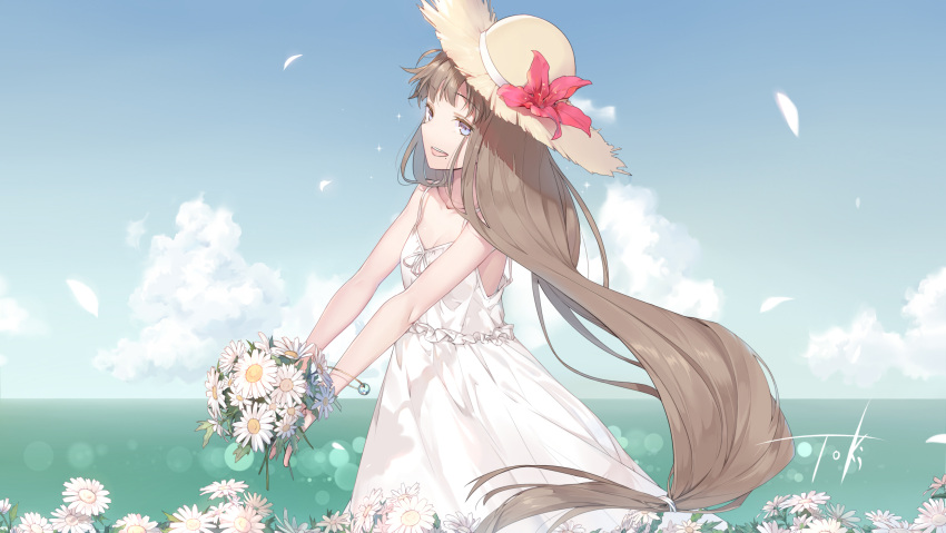 1girl blue_eyes bouquet bracelet brown_hair chinese_commentary clouds commentary_request daisy day dress eyebrows_visible_through_hair flower from_side hat hat_flower highres holding holding_bouquet jewelry long_hair low-tied_long_hair mole open_mouth original outdoors petals signature sky sleeveless sleeveless_dress smile solo sparkle straw_hat sundress sunlight upper_body very_long_hair virtu.al water white_dress wind