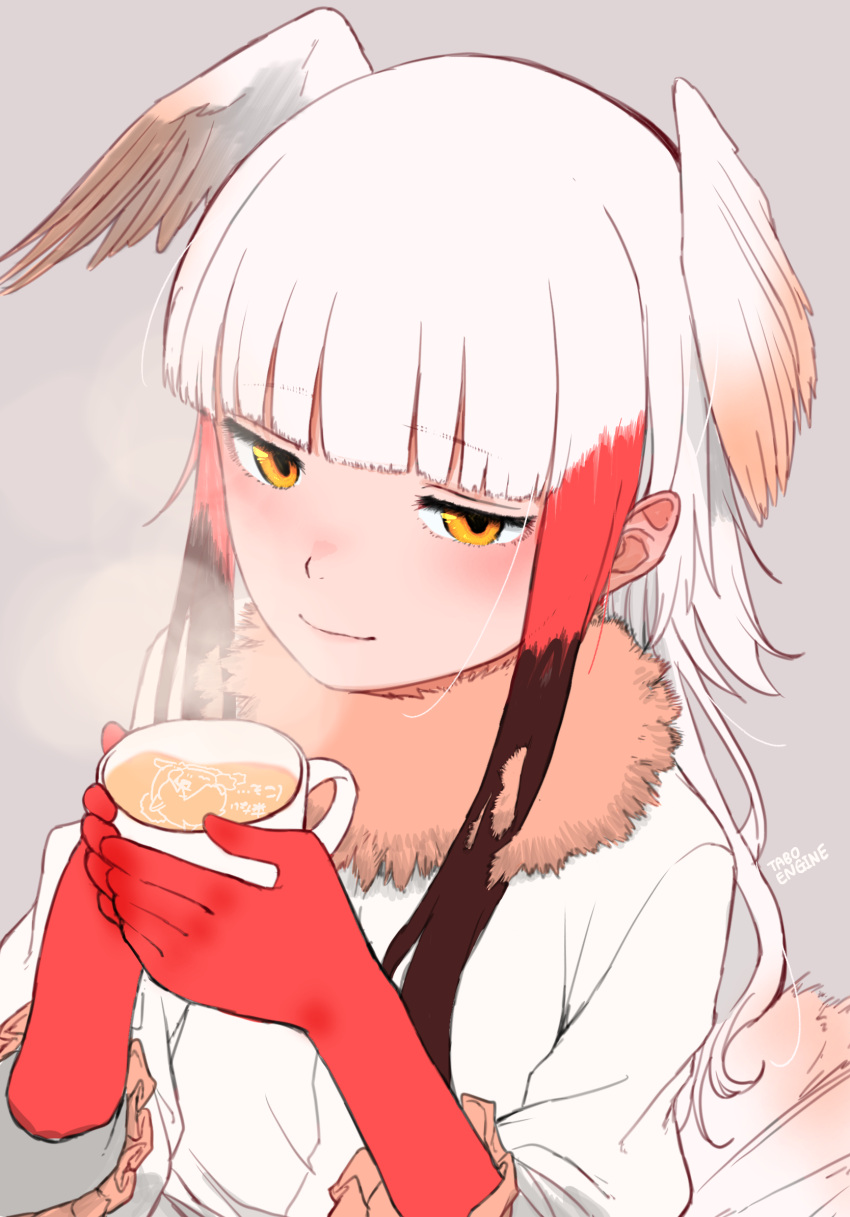 1girl bangs bird_tail bird_wings blouse blunt_bangs blush brown_hair cup elbow_gloves eyebrows_visible_through_hair frilled_sleeves frills fur_collar gloves grey_background head_wings highres holding holding_cup japanese_crested_ibis_(kemono_friends) kemono_friends latte_art long_sleeves looking_at_viewer multicolored_hair orange_eyes red_gloves redhead short_hair short_hair_with_long_locks sidelocks simple_background smile solo steam turbo_engine_(rakugaki_tabo) upper_body white_blouse white_hair wings
