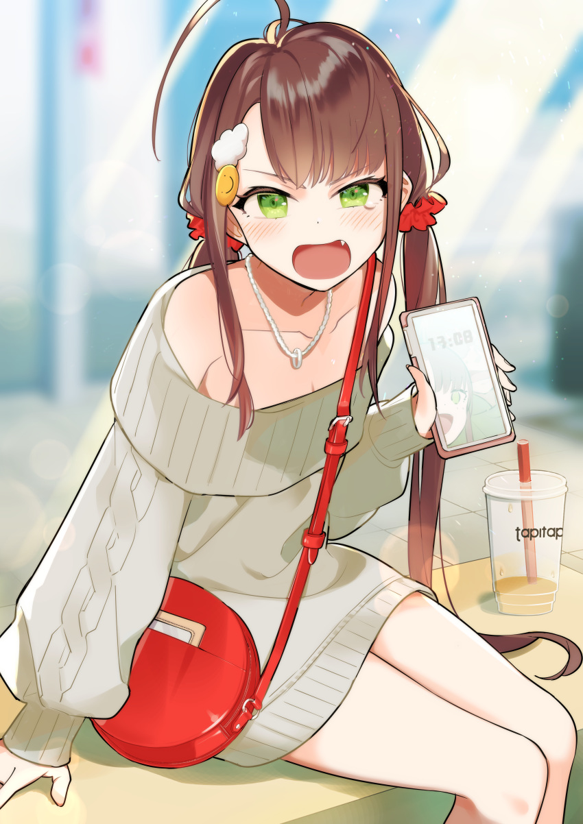 1girl absurdres ahoge aran_sweater bag bangs bare_shoulders blurry blurry_background blush brown_hair cellphone collarbone commentary_request cup depth_of_field disposable_cup dress drinking_straw eyebrows_visible_through_hair fang green_eyes grey_sweater hair_ornament hair_scrunchie highres holding holding_cellphone holding_phone jewelry long_hair long_sleeves looking_at_viewer low_twintails moe2020 necklace off-shoulder_sweater off_shoulder omucchan_(omutyuan) open_mouth original phone puffy_long_sleeves puffy_sleeves red_scrunchie scrunchie shoulder_bag sleeves_past_wrists solo sweater sweater_dress twintails v-shaped_eyebrows very_long_hair