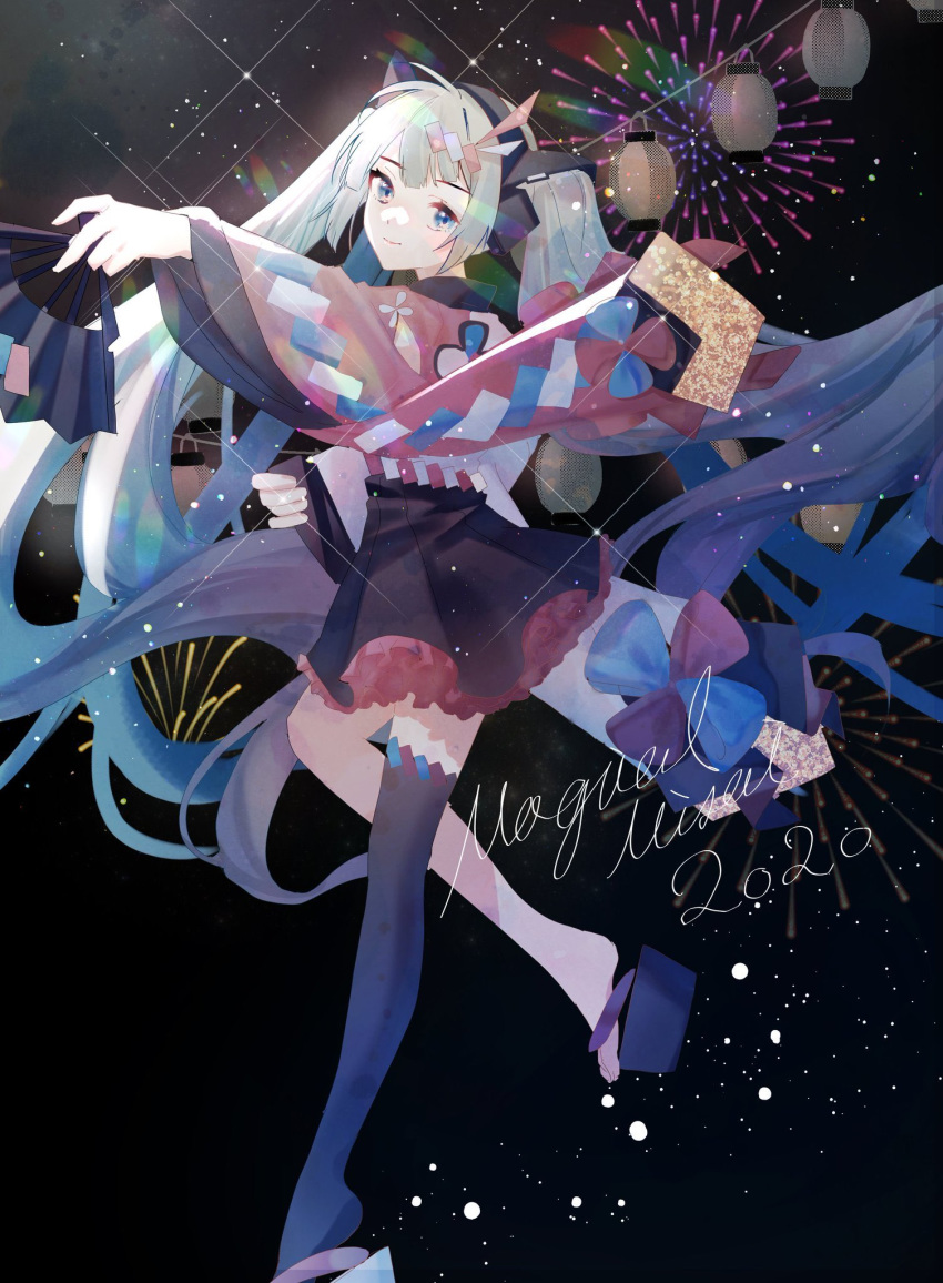 1girl 2020 aono_99 aqua_eyes aqua_hair asymmetrical_legwear black_background black_skirt copyright_name fan fireworks folding_fan hair_ornament hairclip hatsune_miku headphones highres holding holding_fan japanese_clothes kimono lantern leg_up long_hair looking_at_viewer magical_mirai_(vocaloid) mismatched_sleeves red_sleeves single_thighhigh skirt smile solo standing thigh-highs twintails very_long_hair vocaloid wide_sleeves yukata zouri