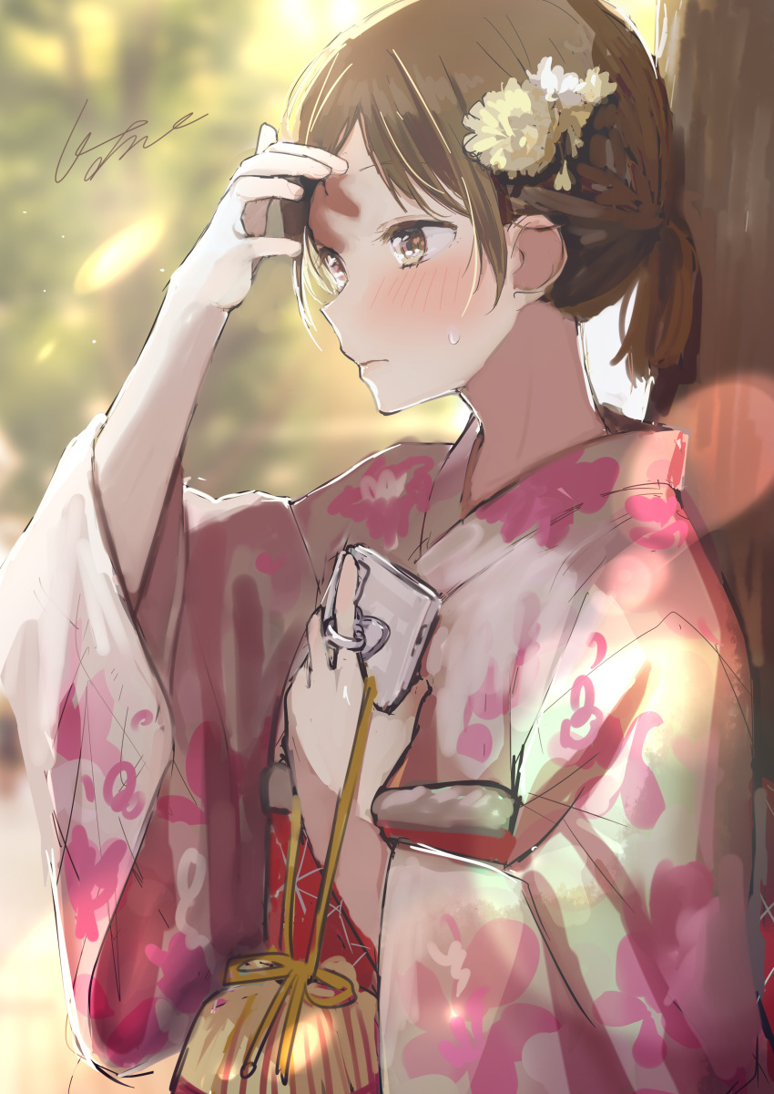1girl absurdres arm_up bag blurry blurry_background blush brown_eyes brown_flower brown_hair cellphone closed_mouth commentary_request day depth_of_field floral_print flower grey_kimono hair_flower hair_ornament highres holding holding_phone japanese_clothes kimono long_sleeves looking_away original outdoors phone pomu ponytail print_kimono short_hair signature solo sweat tree upper_body white_flower wide_sleeves yukata