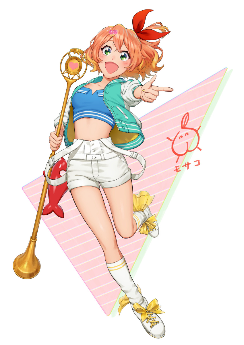 1girl :d absurdres aqua_jacket bangs blonde_hair blush bow brown_hair collarbone crop_top freyja_wion full_body green_eyes hair_between_eyes hair_bow hair_ornament heart heart_hair_ornament highres holding holding_microphone_stand index_finger_raised jacket kneehighs leg_up long_hair looking_at_viewer macross macross_delta microphone_stand mosako multicolored_hair one_side_up open_clothes open_jacket open_mouth red_bow short_shorts shorts simple_background smile solo suspender_shorts suspenders two-tone_hair white_background white_footwear white_legwear white_shorts white_sleeves