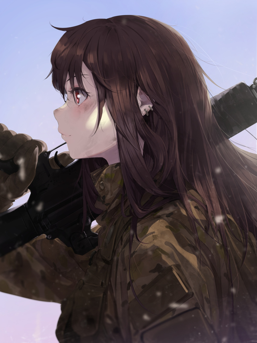 1girl blue_background brown_hair brown_jacket camouflage_jacket closed_mouth copyright_request dirty dirty_face earrings gloves gradient gradient_background gun highres holding holding_gun holding_weapon jacket jewelry long_hair over_shoulder red_eyes rifle smile solo somehira_katsu trigger_discipline upper_body weapon weapon_over_shoulder