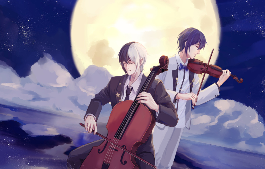 2boys alfred_(bjyayl) black_hair black_neckwear blue_neckwear bow bow_(instrument) bowtie cello chinese_commentary closed_eyes closed_mouth clouds commentary formal highres instrument mixed-language_commentary moon multicolored_hair multiple_boys music necktie night night_sky outdoors playing_instrument purple_hair sky smile violin vocaloid vsinger white_hair yuezheng_longya zhiyu_moke