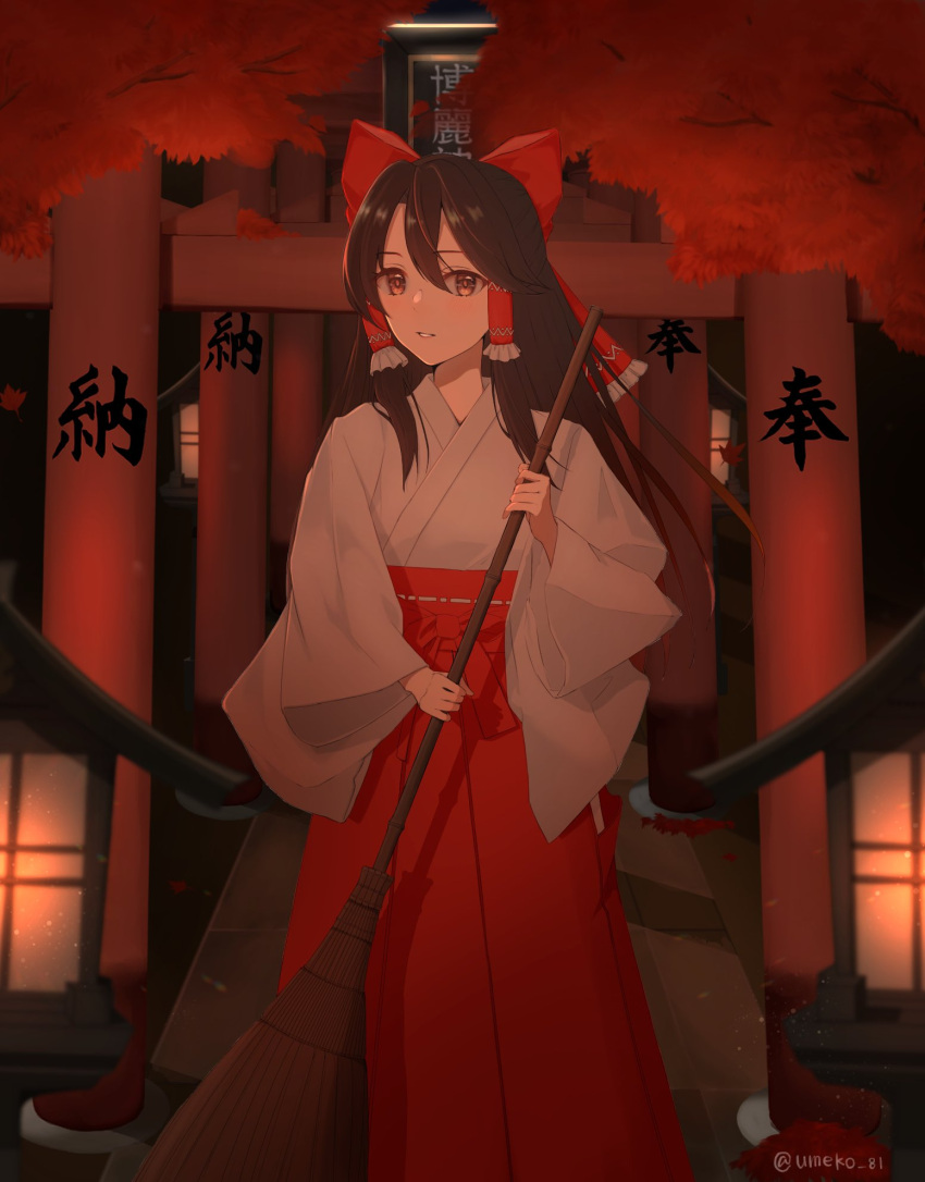1girl artist_name bow breasts broom brown_eyes brown_hair commentary_request eyebrows_visible_through_hair hair_between_eyes hair_bow hair_tubes hakurei_reimu highres holding holding_broom japanese_clothes long_hair looking_at_viewer making-of_available miko night parted_lips red_bow red_skirt sidelocks skirt small_breasts smile solo standing touhou twitter_username umeko_81 white_robe wide_sleeves