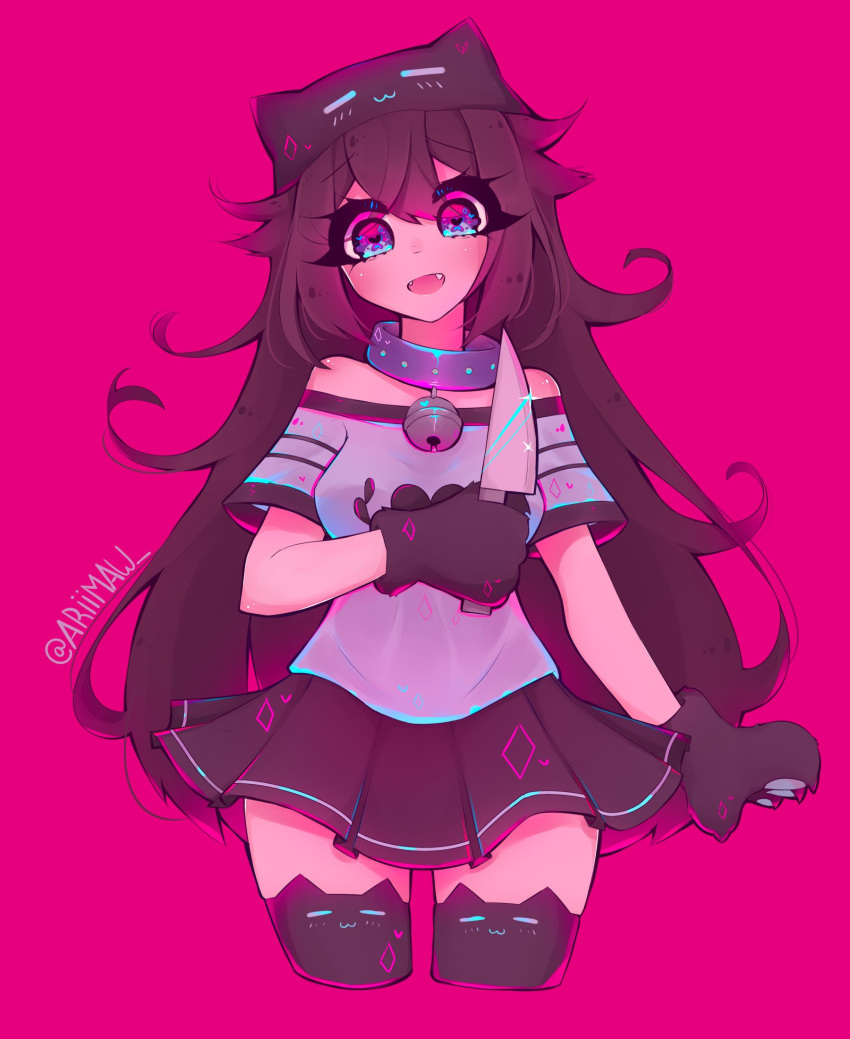 animal_hat ariimaw bell breasts brown_hair cat_hat cropped_legs fangs gloves hat highres holding holding_knife kitchen_knife knife long_hair looking_at_viewer medium_breasts neck_bell open_mouth original paw_gloves paws pink_background print_legwear simple_background smile thigh-highs twitter_username x_x yandere
