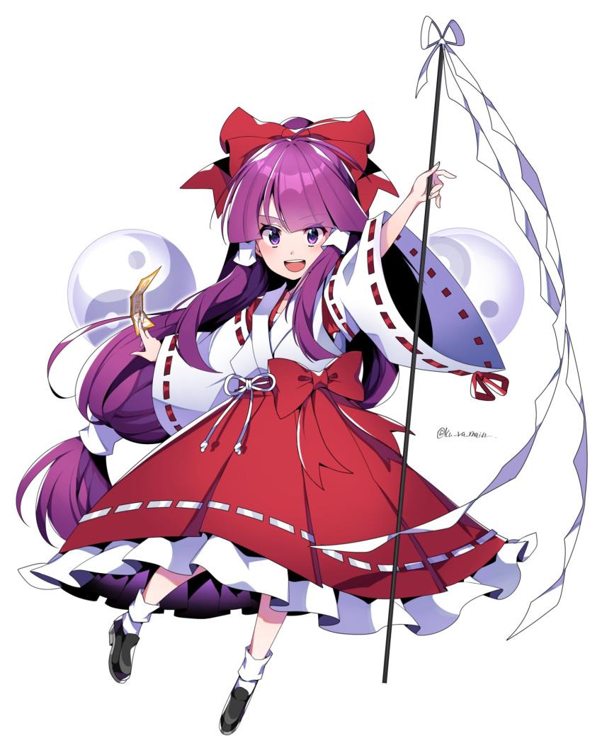 1girl :d bangs bow full_body gohei hair_bow hair_tubes hakurei_reimu hakurei_reimu_(pc-98) highres holding japanese_clothes kimono kuroshirase long_hair long_sleeves looking_at_viewer low-tied_long_hair ofuda open_mouth orb purple_hair red_bow red_skirt ribbon-trimmed_skirt ribbon-trimmed_sleeves ribbon_trim sidelocks simple_background skirt smile solo touhou touhou_(pc-98) twitter_username very_long_hair white_background white_kimono wide_sleeves yin_yang yin_yang_orb