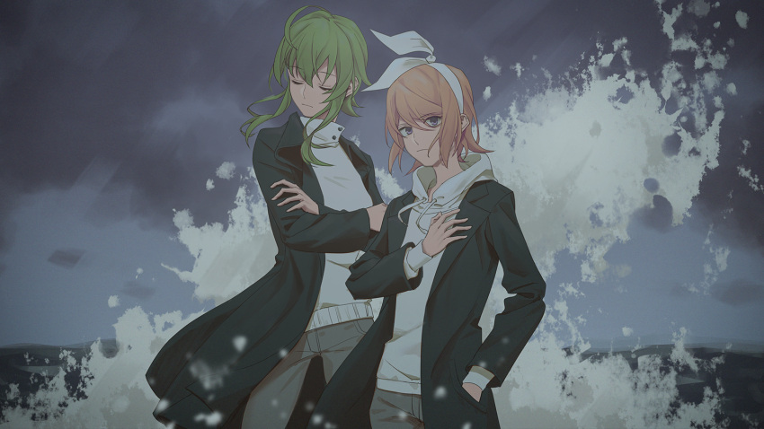 2girls black_jacket blonde_hair blue_eyes bow closed_eyes clouds cloudy_sky commentary cowboy_shot crossed_arms green_hair grey_pants gumi hair_bow hand_in_pocket hand_on_own_chest head_tilt highres hood hoodie jacket kagamine_rin light_frown looking_at_viewer multiple_girls night outdoors pants short_hair sidelocks sky standing vocaloid waves white_bow white_hoodie wounds404