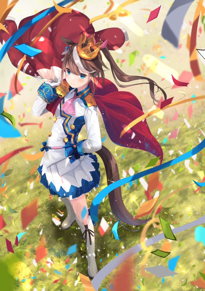 1girl absurdres animal_ears ascot asymmetrical_gloves bangs black_gloves blue_eyes blue_shirt blue_skirt boots brown_hair confetti crown epaulettes force_(fossan_01) full_body gloves gold_trim grass hand_on_hip hand_up highres holding holding_clothes holding_jacket horse_ears horse_girl horse_tail huge_filesize jacket jacket_removed knee_boots light_blush long_hair long_sleeves looking_at_viewer mismatched_gloves multicolored_hair outdoors pink_neckwear pleated_skirt red_jacket shirt skirt smile solo standing streaked_hair tail tokai_teio_(umamusume) two-tone_hair two-tone_shirt two-tone_skirt umamusume uniform white_footwear white_gloves white_hair white_shirt white_skirt