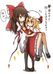 2girls bare_shoulders black_legwear blonde_hair bow brown_hair carrying detached_sleeves flandre_scarlet flying_sweatdrops hakurei_reimu hat hat_bow kumo_(atm) long_hair multiple_girls princess_carry red_bow red_eyes short_hair simple_background smile sweat touhou translation_request white_background wide_sleeves wings