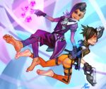 2girls asmo_deus ass asymmetrical_hair barefoot black_hair bodysuit bomber_jacket brown_eyes coat dark_skin feet gloves goggles gradient_hair gun high_collar holographic_interface jacket lips lipstick long_hair makeup mole mole_under_eye multicolored_hair multiple_girls orange_bodysuit overwatch pants purple_hair short_hair smile soles sombra_(overwatch) spiky_hair toes tracer_(overwatch) two-tone_hair violet_eyes weapon