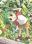 1girl azuma_kiyohiko child green_eyes green_hair koiwai_yotsuba looking_at_viewer lowres quad_tails raglan_sleeves short_hair solo water_gun yotsubato!