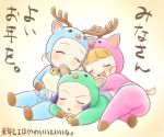 3girls ^_^ akazutsumi_momoko antlers bangs bell belt blunt_bangs blush bodysuit closed_eyes full_body goutokuji_miyako hyper_blossom jingle_bell lowres lying matsubara_kaoru multiple_girls on_stomach open_mouth orange_hair powered_buttercup powerpuff_girls powerpuff_girls_z reindeer_antlers rolling_bubbles simple_background sleeping tail translation_request yellow_background