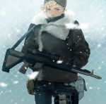 1boy beanie belt black_hat blonde_hair coat covered_mouth cowboy_shot final_fantasy final_fantasy_xv fur_trim hands_in_pockets hat highres male_focus pouch prompto_argentum short_hair snow solo weapon wire_fence