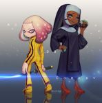 2girls absurdres ass bodysuit bruce_lee's_jumpsuit cosplay cross crown dark_skin domino_mask full_body habit highres hime_(splatoon) iida_(splatoon) jewelry katana kill_bill looking_at_viewer mask mole mole_under_mouth multicolored_hair multiple_girls necklace nintendo nun octarian parody puchiman robe safety_pin short_hair sister_act smile splatoon splatoon_2 sword tentacle_hair weapon white_hair yellow_bodysuit yellow_eyes