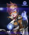 1girl artist_name black_gloves bomber_jacket brown_eyes brown_hair brown_jacket closed_mouth copyright_name dated gloves goggles gun harness holding holding_gun holding_weapon jacket leather leather_gloves lucia_hsiang nose orange_goggles overwatch overwatch_(logo) short_hair smile solo spiky_hair tracer_(overwatch) upper_body weapon