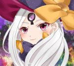 1girl abigail_williams_(fate/grand_order) bangs black_bow blush bow closed_mouth face fate/grand_order fate_(series) glowing hat hat_bow head_tilt long_hair looking_at_viewer orange_bow parted_bangs polka_dot polka_dot_bow purple_hat silver_hair smile solo tare_usagi violet_eyes witch_hat