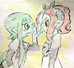 +_+ 2girls agent_8 bangs blunt_bangs color_trace colored_pencil_(medium) green_eyes green_hair inkling looking_at_another multiple_girls open_mouth pointy_ears red_eyes redhead splatoon splatoon_2 takozonesu tentacle_hair traditional_media upper_body