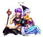 1203_taro cape facial_mark hat houshin_engi jewelry korean multiple_boys one_eye_closed purple_hair scarf shinkouhyou short_hair slayers smile staff translation_request white_hair xelloss