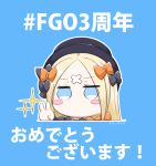 1girl abigail_williams_(fate/grand_order) background_text bangs black_bow black_hat blonde_hair blue_background blue_eyes blush_stickers bow chibi crossed_bandaids eyebrows_visible_through_hair fate/grand_order fate_(series) hair_bow hat highres long_hair looking_at_viewer neon-tetora orange_bow parted_bangs polka_dot polka_dot_bow solo sparkle translation_request v