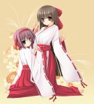 2girls blue_eyes brown_hair copyright_request graphite_(medium) japanese_clothes kimono mechanical_pencil miko multiple_girls pencil purple_hair red_eyes tomosuke traditional_media