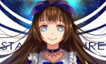 1girl blue_bow blue_eyes bow brown_hair character_name choker collarbone commentary_request frills grin hair_bow highres long_hair looking_at_viewer open_mouth sidelocks sky smile solo star_(sky) star_sapphire starry_sky touhou upper_body ze_xia