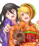 2girls arrow_in_body black_hair blonde_hair drooling earrings eyebrows_visible_through_hair eyes_visible_through_hair fangs hair_between_eyes hair_over_one_eye japanese_clothes jewelry jyon kimono long_hair multicolored_hair multiple_girls nikaidou_saki open_mouth orange_kimono pig ponytail purple_kimono reaching red_eyes streaked_hair x_x yamada_tae yellow_eyes zombie_land_saga