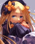 1girl abigail_williams_(fate/grand_order) black_bow black_hat blonde_hair blue_eyes bow fate/grand_order fate_(series) floating_hair grey_background hair_bow hat highres holding holding_stuffed_animal kuune_(muttey-myg) long_hair looking_at_viewer multiple_hair_bows open_mouth orange_bow sleeves_past_wrists solo stuffed_animal stuffed_toy tears teddy_bear very_long_hair