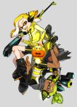 2boys bike_shorts black_cape black_footwear black_shirt black_shorts boots brown_eyes cape closed_mouth commentary dark_skin denchinamazu domino_mask fangs frown green_hair grey_background hair_pulled_back hair_tie hairband headgear hero_charger_(splatoon) hero_shot_(splatoon) holding inkling jacket long_sleeves looking_at_viewer male_focus mask mole mole_under_mouth multiple_boys open_mouth over_shoulder pointy_ears scrunchie shirt shoes shorts simple_background single_vertical_stripe smirk splatoon splatoon_(series) splatoon_1 splatoon_2 squidbeak_splatoon tentacle_hair topknot upside-down v-shaped_eyebrows vest weapon weapon_over_shoulder yellow_footwear yellow_jacket yellow_tongue yellow_vest yeneny