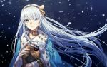 1girl anastasia_(fate/grand_order) blue_cape blue_eyes bow brown_hairband cape choker crown earrings fate/grand_order fate_(series) floating_hair fur-trimmed_cape fur_trim hair_bow hairband holding_head jewelry long_hair looking_at_viewer mento mini_crown outdoors shiny shiny_hair silver_hair snowflakes snowing solo upper_body very_long_hair yellow_bow