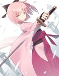 1girl arm_guards bangs black_bow bow closed_mouth commentary_request dutch_angle eyebrows_visible_through_hair fate/grand_order fate_(series) gradient gradient_background grey_background grey_eyes hair_bow hakama holding holding_sword holding_weapon japanese_clothes katana kimono koha-ace long_sleeves looking_at_viewer okita_souji_(fate) okita_souji_(fate)_(all) pink_hair pink_kimono red_hakama sleeves_past_wrists solo sword weapon white_background wide_sleeves yura_(botyurara)
