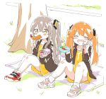 2girls commentary_request food girls_frontline highres multiple_girls obentou rice shinoe_nun shoes shrimp siblings side_ponytail sisters sitting skirt sneakers tempura twins twintails ump45_(girls_frontline) ump9_(girls_frontline) v younger