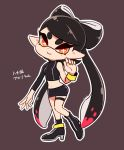 +_+ 1girl aori_(splatoon) black_footwear black_hair black_skirt boots closed_mouth coula_cat domino_mask full_body hair_rings high_heel_boots high_heels highres leg_up looking_at_viewer mask miniskirt mole mole_under_eye multicolored_hair navel orange_eyes outline pencil_skirt pink_hair pointy_ears purple_background single_bare_shoulder single_sleeve skirt smile solo splatoon splatoon_(series) splatoon_2 splatoon_2:_octo_expansion thigh_strap two-tone_hair white_outline