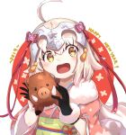1girl :d ahoge alternate_costume bangs black_gloves blonde_hair blush boar bow capelet commentary_request eyebrows_visible_through_hair fate/grand_order fate_(series) gloves hair_between_eyes hair_ornament happy happy_new_year headpiece highres holding holding_stuffed_animal japanese_clothes jeanne_d'arc_(fate)_(all) jeanne_d'arc_alter_santa_lily kimono looking_at_viewer mouth new_year open_mouth pink_bow ranf red_ribbon ribbon short_hair sidelocks simple_background smile solo stuffed_animal stuffed_toy tusks white_background white_capelet yellow_eyes younger