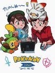 1boy 1girl bob_cut brown_eyes brown_hair coif elizabeth_(tomas21) female_protagonist_(pokemon_swsh) gen_8_pokemon green_headwear grey_cardigan grookey highres holding holding_pokemon joy-con male_protagonist_(pokemon_swsh) nintendo_switch playing_games pokemon pokemon_(creature) pokemon_(game) pokemon_swsh pom_pom_(clothes) red_shirt scorbunny shirt short_hair simple_background sobble tam_o'_shanter twitter_username white_background