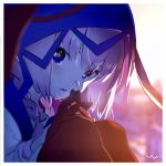1girl bangs blue_eyes blurry blurry_background blush border braid commentary depth_of_field gloves highres hood hood_up hooded_jacket hoodie jacket kaf long_hair long_sleeves looking_at_viewer low_twin_braids multicolored multicolored_eyes parted_lips pink_hair red_eyes signature solo twin_braids virtual_kaf virtual_youtuber white_border yellow_eyes yoneyama_mai