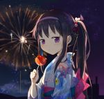 1girl akemi_homura bangs black_hair candy_apple fireworks food hair_ornament headband highres japanese_clothes kimono long_hair looking_at_viewer mahou_shoujo_madoka_magica night night_sky ribbon side_ponytail siren_owk sky solo violet_eyes yukata